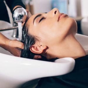 Behandlung der Haare mit Produkten von Roman Haarkult Wels